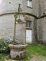 Puits ancien du château de Bonnefontaine.jpg
