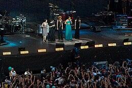 Carmen Consoli, Elisa Toffoli, Fiorella Mannoia, Laura Pausini e Giorgia Todrani al concerto