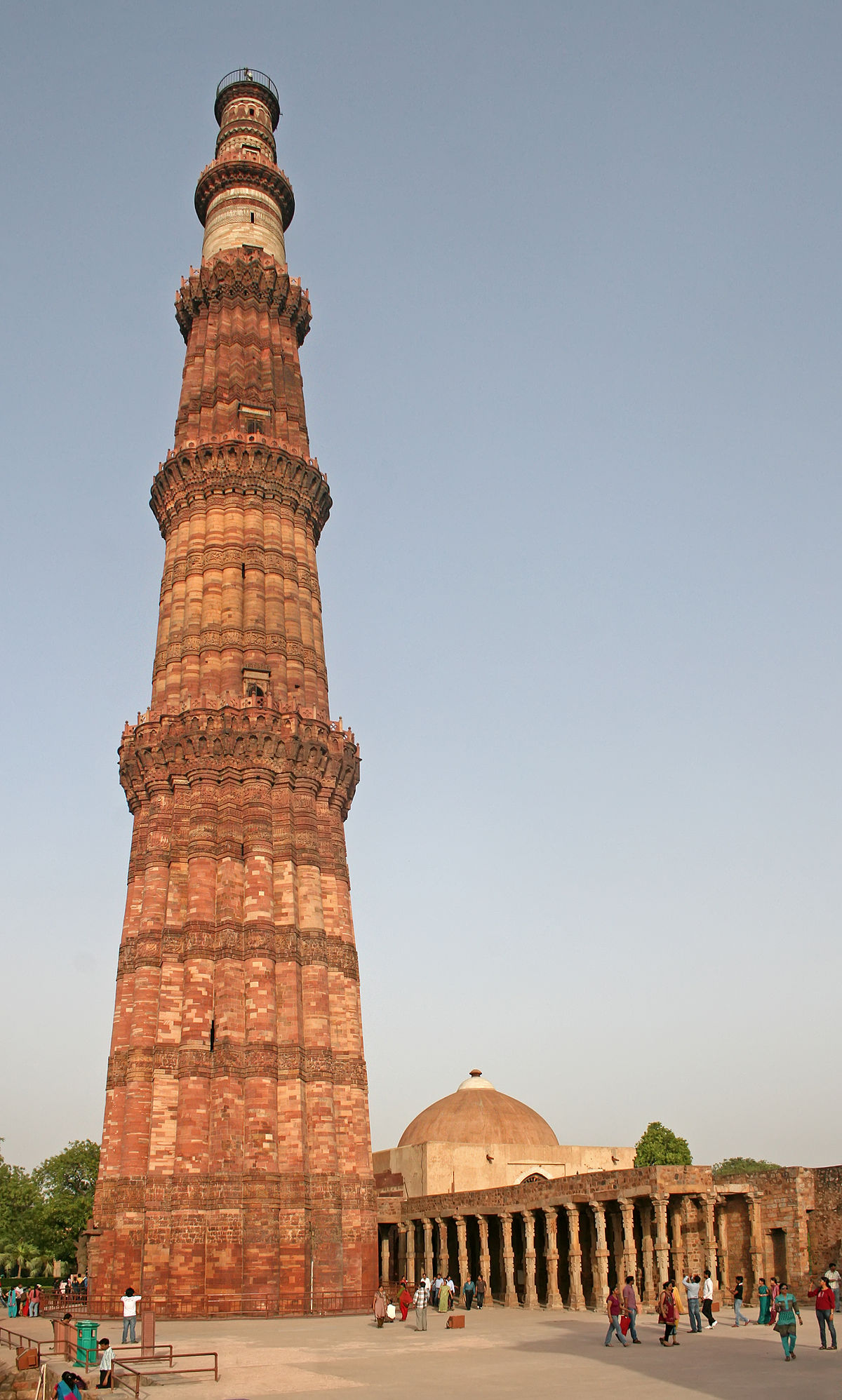 monuments of delhi Delhi is a city with an impressive and remarkable history standing as a witness to this interesting bygone era are the various monuments of delhi.