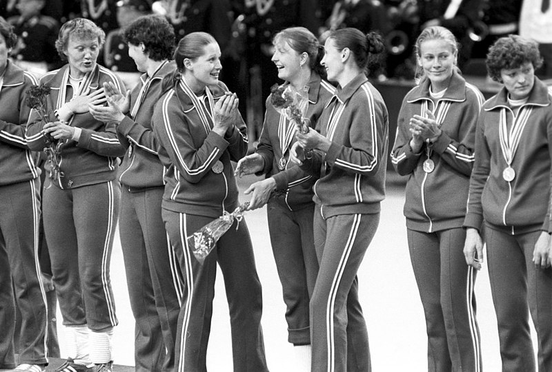 File:RIAN archive 563366 USSR female handball team wins 1980 Olympic Games.jpg