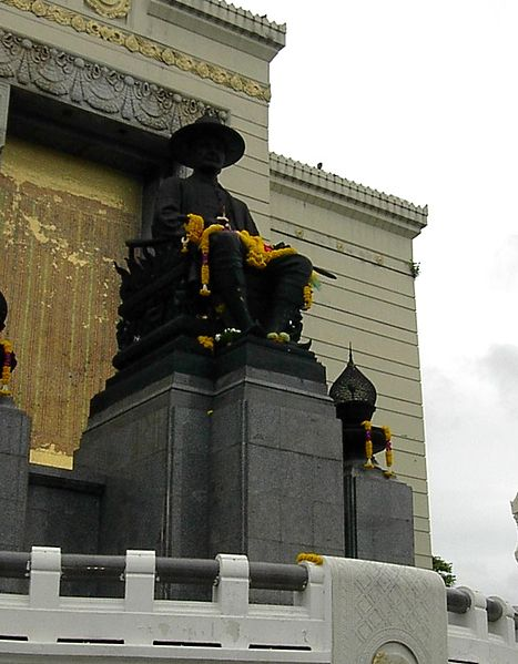 File:Rama I statue, Bangkok.jpg