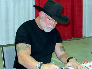 Randy White (American football) - White signs autographs in January 2014.