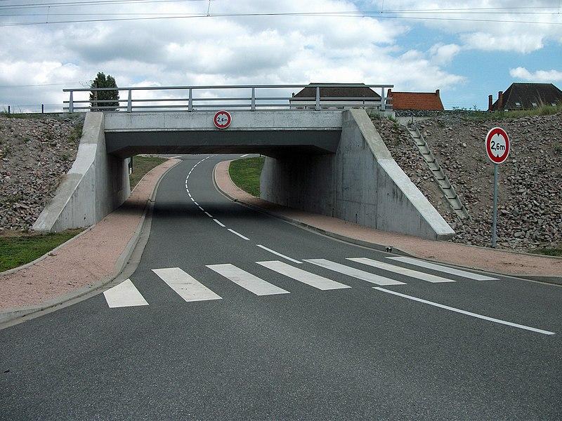 Henri Dunant Street, in Varennes-sur-Allier, passing under the railway [8928]