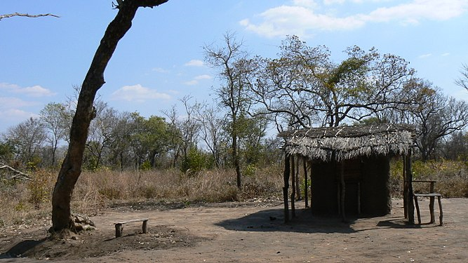 Rural roadside hut, Mozambique 01.jpg