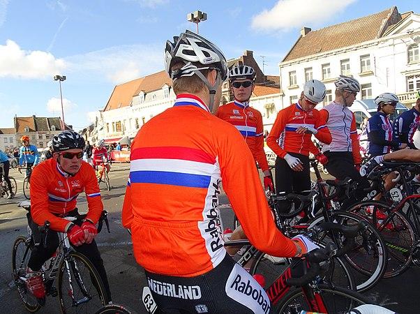 Saint-Amand-les-Eaux - Paris-Roubaix juniors, 10 avril 2016, départ (C14).JPG