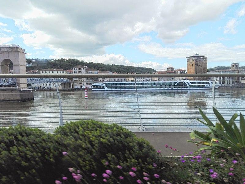 File:Sainte-Colombe, rive droite du Rhône à Vienne.jpg
