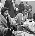 Sammy Davis jr in Nederland, tijdens persconferentie op Schiphol, Sammy Davis , , Bestanddeelnr 916-1961.jpg