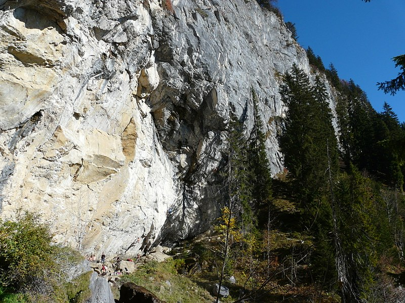 File:Schleierwasserfall klettern.JPG