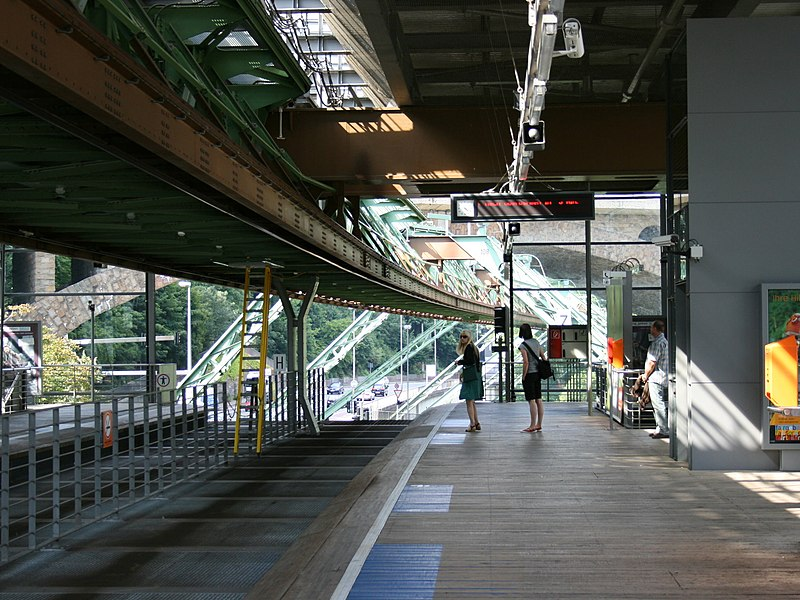 Schwebebahnstation Zoo-Stadion 13 ies.jpg