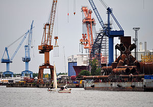 """Schwimmkran """"Langer Heinrich"""" in Warnemünder Werft, 2012 1.jpg"""