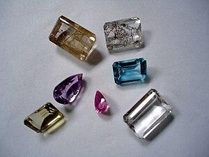 Semi-precious gemstones : quartz, amethyst, bl...