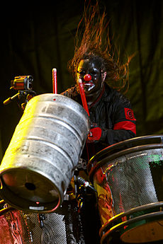 Shawn Crahan of Slipknot at Optimus Alive Festival 2009.jpg