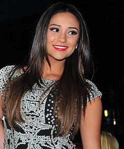 Shay Mitchell People's Choice Awards -gaalassa vuonna 2012.