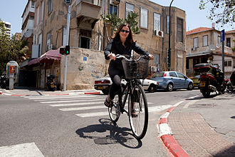 Shelly Yachimovich - Yachimovich on a bicycle in the streets of Tel Aviv, 2011