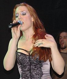 Simone Simons at ND Ateneo 2007 10.jpg