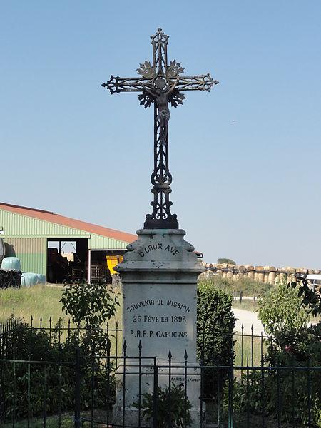 Sivry-la-Perche (Meuse) croix de chemin