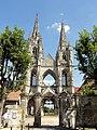 Soissons (02), abbaye Saint-Jean-des-Vignes, abbatiale, vue depuis le rond-point de la rue Saint-Jean 3.jpg