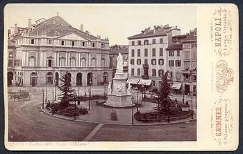Piazza della Scala nel primo '900 in una cartolina di Giorgio Sommer.