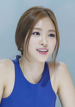 Son Naeun at Peripera signing, 7 July 2014 04.jpg
