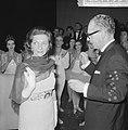 Sonja Vaskell officier, na de voorstelling ontving zij de versierselen van Minis, Bestanddeelnr 918-7439.jpg