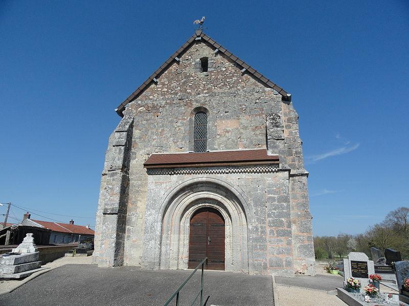 Façade de l'église Saint-Médard de Saint-Mard-lès-Rouffy (France).