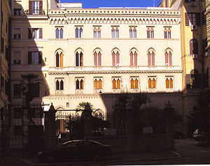 St Andrew's Church, Rome - St Andrew's, Rome: façade and courtyard