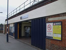 St Mary Cray stn entrance.JPG