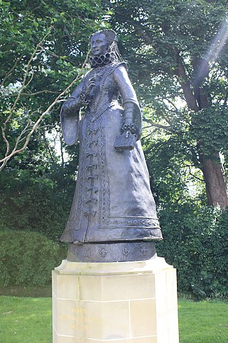 David Annand - Statue of Mary Queen of Scots at Linlithgow Palace, by David Annand