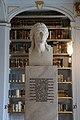 Statue von Friedrich Schiller in der Anna Amalia Bibliothek.jpg