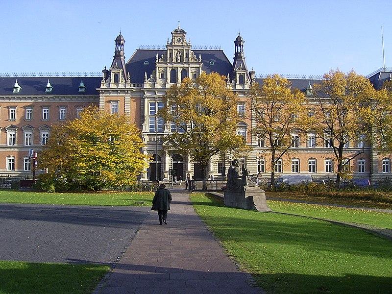 File:Strafjustizgebäude in Hamburg.jpg