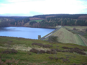 Strines Reservoir - The dam wall with the valve house at the near end and Brogging House at the far