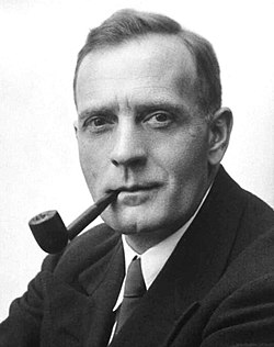 Studio portrait photograph of Edwin Powell Hubble (cropped).JPG