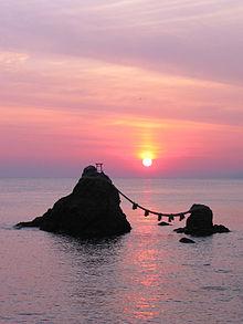 Amanececer en Meoto Iwa