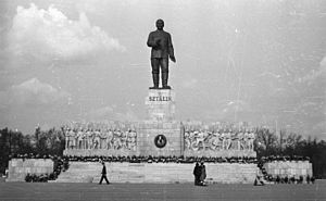 Stalin Monument (Budapest) - The Stalin Monument in 1953