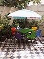 Table avec parasol.jpg