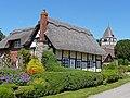 Thatched cottage in Hampton Bishop - geograph.org.uk - 838411.jpg
