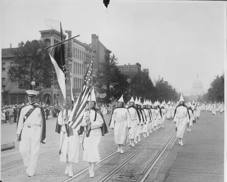 File:The Ku Klux Klan on parade down Pennsylvania Avenue, 1928 - NARA - 541885.jpg