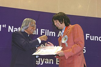 Sonu Nigam - Sonu Nigam receiving the Best Male Playback Singer Award from the President A.P.J. Abdul Kalam.