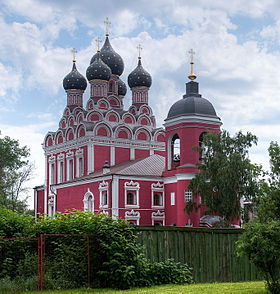 Tikhvinskaya church in Alekseyevskoe.jpg