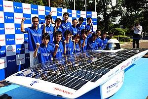 """Tokai Challenger - Tokai University's solar car """"Tokai Challenger"""" and members"""