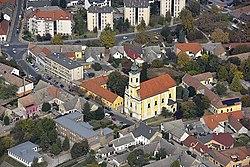 Tolna, katolikus templom a magasból.jpg