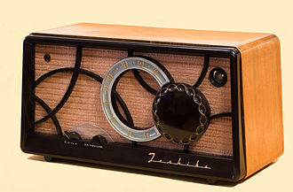 Superheterodyne receiver - A 5-tube superheterodyne receiver made in Japan around 1955