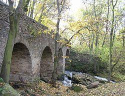 Toušice, kamenný most.jpg