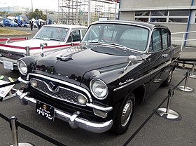 Toyopet Crown 1900 Deluxe (RS31) front.JPG