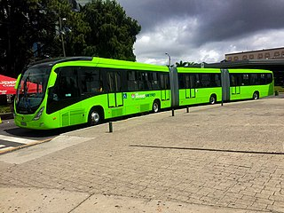 Bi-articulated bus Bus formed of three sections