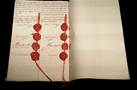 Page of the Treaty with the eight seals and the eight signatures of the signatories. Tratado de Amiens. Fragata Mercedes, exposicion 2015. MARQ.jpg