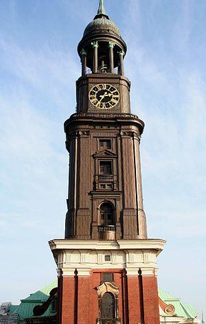 He lücht - Image: Turm der St. Michaeliskirche Hamburg