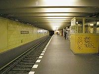 U-Bahn Berlin Rosa-Luxemburg-Platz Bahnsteig.JPG
