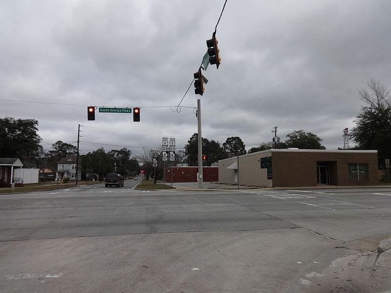 File:U.S. Route 82 and McDonald St Intersection, Waycross.JPG