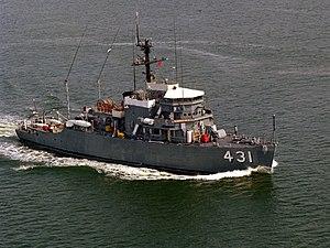 USS Dominant (MSO-431) underway in 1981.jpeg